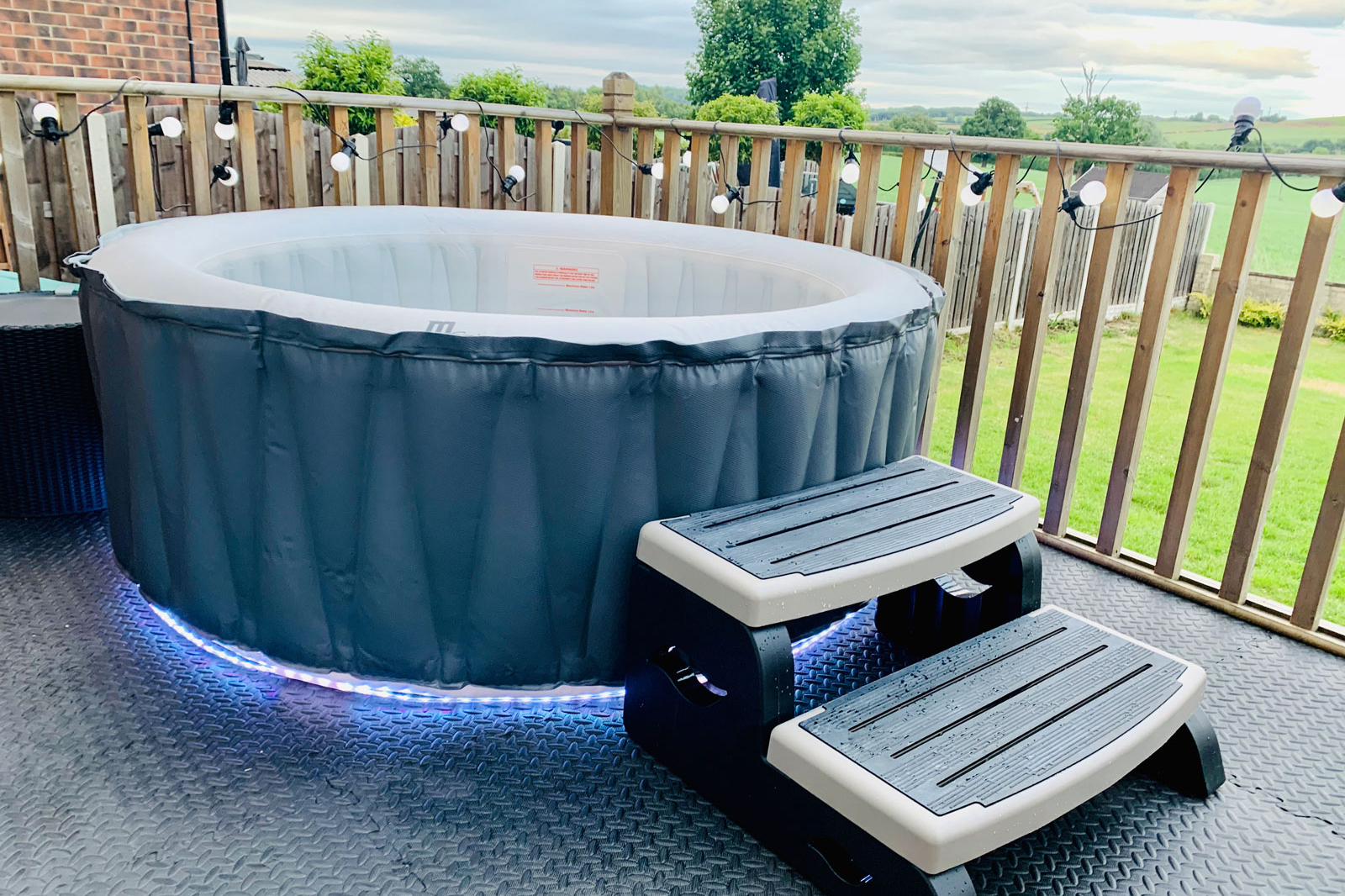 deluxe inflatable hot tub