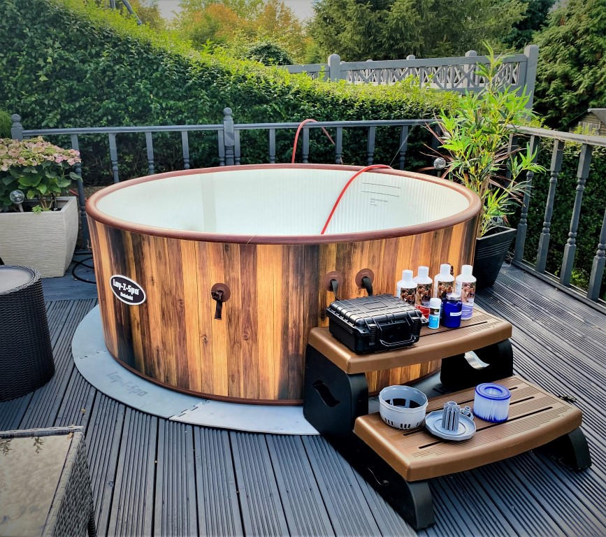 xl deluxe hot tub package with accessories
